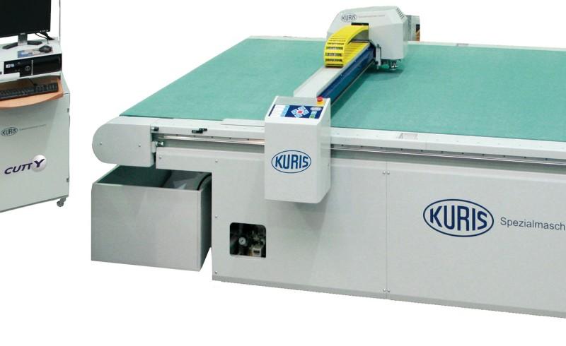 macchinario per taglio tessuti